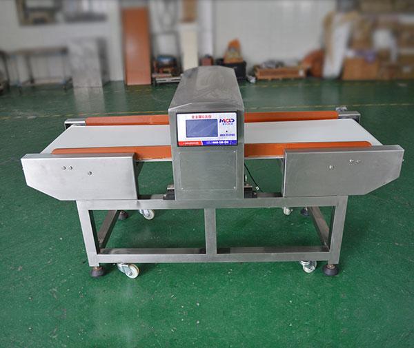 产品采用双回路电路设计,此为全金属检测仪器,可检测铁和非铁等金属